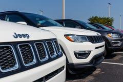 Noblesville - circa agosto de 2018: Jeep Compass en la exhibición en una representación X del jeep de Chrysler foto de archivo