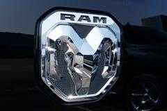 Noblesville - Circa Augusti 2018: Ramma 1500 pickup på en Dodge återförsäljare III arkivbilder