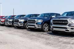 Noblesville - Circa Augusti 2018: Ramma 1500 pickup på en Dodge återförsäljare V fotografering för bildbyråer