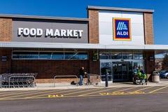 Noblesville - circa im März 2018: Aldi-Rabatt-Supermarkt Aldi verkauft eine Strecke der Lebensmittelgeschäfteinzelteile I lizenzfreie stockfotos