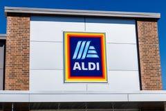 Noblesville - circa im März 2018: Aldi-Rabatt-Supermarkt Aldi verkauft eine Strecke der Lebensmittelgeschäfteinzelteile II lizenzfreie stockfotografie