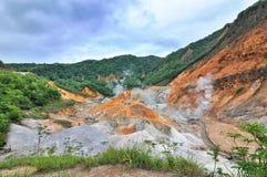 Noboribetsu Jigokudani, het spoor van de explosiekrater dat door de uitbarsting van MT werd gemaakt Hiyoriyama, en is royalty-vrije stock foto