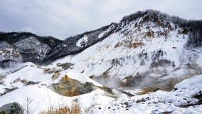 Noboribetsu onsen śnieżną zima krajobrazu piekła dolinę Zdjęcia Stock