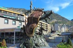 Nobreza do tempo por Salvador Dali e o Gran Valira em velinos do la de Andorra, principado de Andorra foto de stock