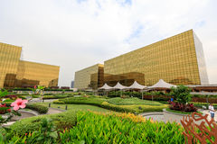 Nobu旅馆金黄外部大厦梦想城市的在马尼拉 免版税图库摄影