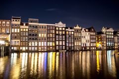 Noc - Amsterdam - budynki Fotografia Royalty Free