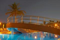 noc basen pływaccy drzewa palmowego Obraz Royalty Free