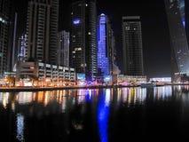 Noc drapacze chmur, wysocy domy, noc Dubaj Obraz Stock