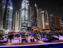 Noc drapacze chmur, wysocy domy, noc Dubaj Obraz Royalty Free