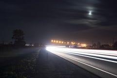 Noc drogowy ruch drogowy Zdjęcia Royalty Free