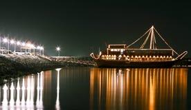 noc jaśniejszą łodzi Fotografia Royalty Free