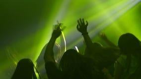 Noc klubu nastolatków taniec sylwetka swobodny ruch zdjęcie wideo
