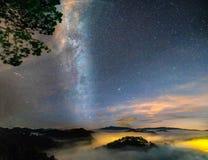 Noc krajobraz z Milky sposobem w niebie Obrazy Royalty Free