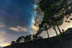 Noc krajobraz z Milky sposobem w niebie Zdjęcie Stock