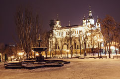 Noc Krajobrazowy Kharkiv z fontanną przy zimą Zdjęcie Stock