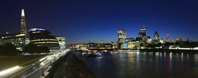 Noc londyńska linia horyzontu Zdjęcia Royalty Free