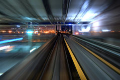 Noc miastowy ruch drogowy Fotografia Royalty Free