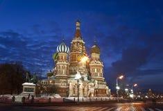 Noc Moskwa. St. Basil katedra Zdjęcie Royalty Free
