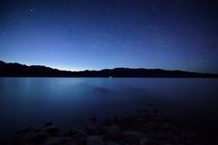 Noc na jeziorze obraz royalty free