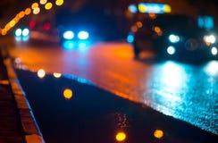 Noc pejzaż miejski, światła odbijał w mokrym Fotografia Royalty Free