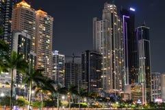 Noc pejzaż miejski Panamski miasto, Panama, Ameryka Środkowa zdjęcie stock
