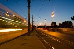 Noc pejzaż miejski w Budapest, ruch drogowy, światło, długi ujawnienie Obrazy Stock