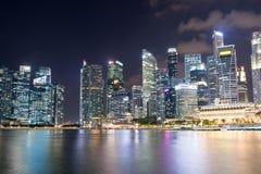 Noc pejzażu miejskiego linii horyzontu fotografia Singapur Środkowy Biznesowy Dist Fotografia Royalty Free