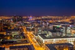 Noc pejzażu miejskiego widok od dachu Domy, nocy światła Voronez Obrazy Stock