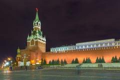 Noc przy placem czerwonym Moskwa Kremlin i Tzar wierza, Rosja zdjęcie stock