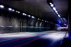 Noc ruch drogowy na miasto ulicach Fotografia Royalty Free