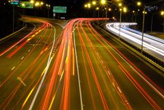 Noc ruch drogowy w dużym mieście Perth obrazy royalty free