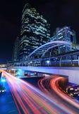 Noc ruch drogowy w sathorn drodze, Bangkok obrazy royalty free