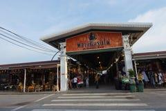 Noc rynek przy Srinakarin drogą, Bangkok, Tajlandia Fotografia Stock