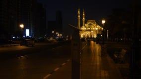 Noc spacer Al Noor meczet w Sharjah Aleja zaświeca lampionami Budynek meczet iluminuje z zdjęcie wideo