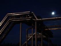 Noc stalowy kablowy stojak elektryczny woltaż Zdjęcia Royalty Free