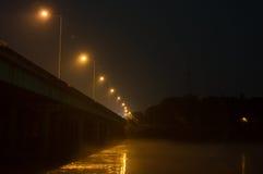 Noc strzał Bridżowy skrzyżowanie rzeki Zdjęcia Stock