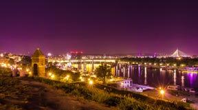 Noc strzelał od Kalemegdan forteczny Belgrade z rzeką, zwycięzcy zabytkiem Pas pije fontannę i Mehmet, Zdjęcie Royalty Free