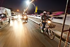 Noc Uliczny ruch drogowy Tajlandia fotografia royalty free