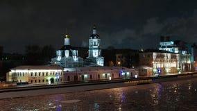 Noc widok świętego Nicholas kościół zdrojów aka transformaci i Moskwa rzeka w zimie, Moskwa, Rosja Zdjęcie Stock