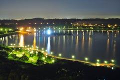 Noc widok Bedok rezerwuar (Singapur) Obrazy Royalty Free