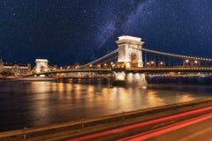 Noc widok Budapest, Łańcuszkowego mosta Szechenyi lanchid, Węgry, Europa zdjęcia royalty free