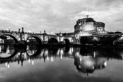 Noc widok Castel Sant «Angelo w Rzym, Włochy fotografia royalty free