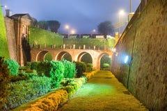 Noc widok Castillo De Montjuic Zdjęcia Stock