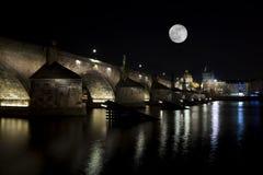 Noc widok Charles most w Praga (Karluv Najwięcej) cesky krumlov republiki czech miasta średniowieczny stary widok Obraz Royalty Free
