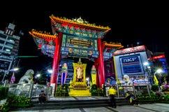 Noc widok Chinatown łuk zaznacza początek sławna Yaowarat droga Zdjęcie Stock