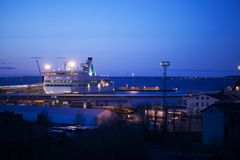 Noc widok dokujący rejsu liniowiec Zdjęcie Royalty Free