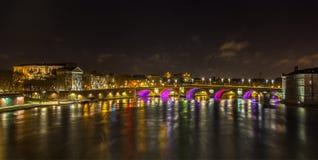 Noc widok Garonne rzeka w Tuluza, Francja - obrazy royalty free