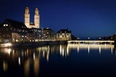 Noc widok historyczny Zurich centrum miasta na lecie, kanton Zurich, Szwajcaria zdjęcia royalty free