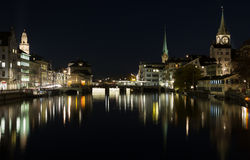 Noc widok historyczny Zurich centrum miasta na lecie, kanton Zurich, Szwajcaria Fotografia Royalty Free