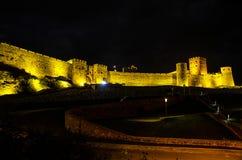 Noc widok iluminujący Rabati fortecy kasztel w Akhaltsikhe miasteczku w Południowym Gruzja zdjęcie royalty free